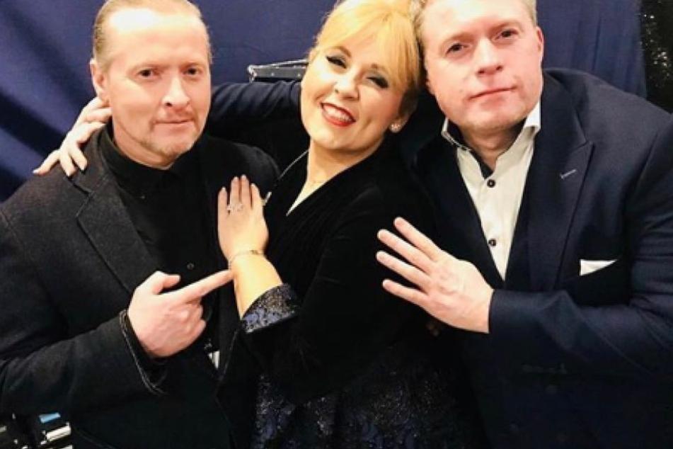 Maite Kelly (38) posierte gemeinsam mit ihren Brüdern Joey (45) und Jimmy (47).