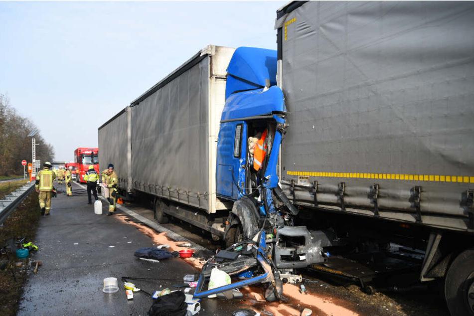 Ein Blick auf die kollidierten Lastwagen.
