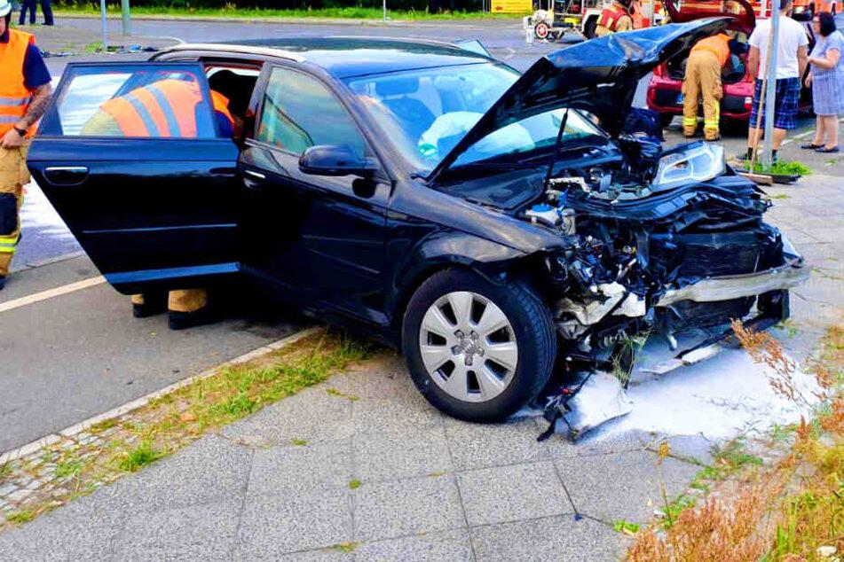 Taxi kracht in Auto: Sechs Personen schwer verletzt