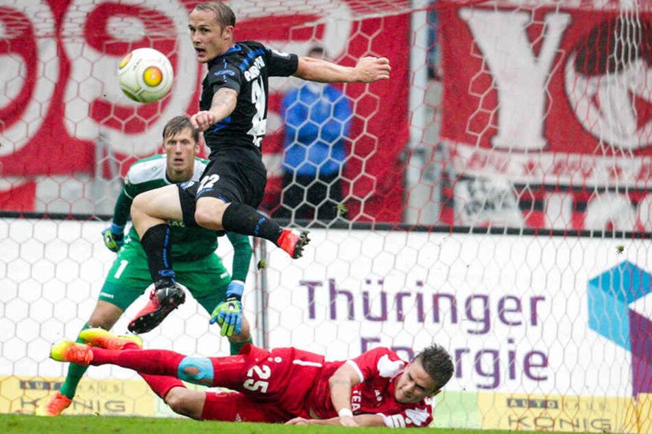Sven Michel (in Schwarz) war der überragende Akteur im letzten Spiel gegen Rot-Weiß Erfurt.