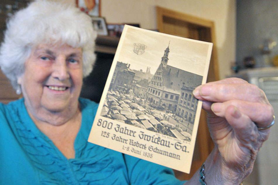 Die Postkarte von Alice Heuer (83., u.) aus Mülsen beweist: Zwickau feierte  im falschen Jahr seinen 800. Geburtstag. Das war damals notwendig, weil das  eigentliche Stadtjubiläum im Kriegsjahr 1918 lag.