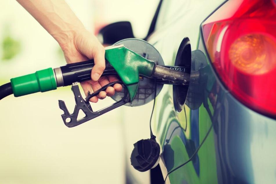 Tank-Diebe wollen Benzin klauen, doch sie machen einen fatalen Fehler