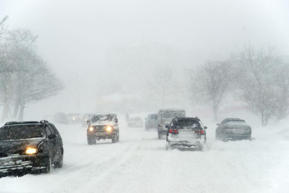 Vor allem in den Alpen müssen sich Autofahrer man sich auf viel Neuschnee einrichten.