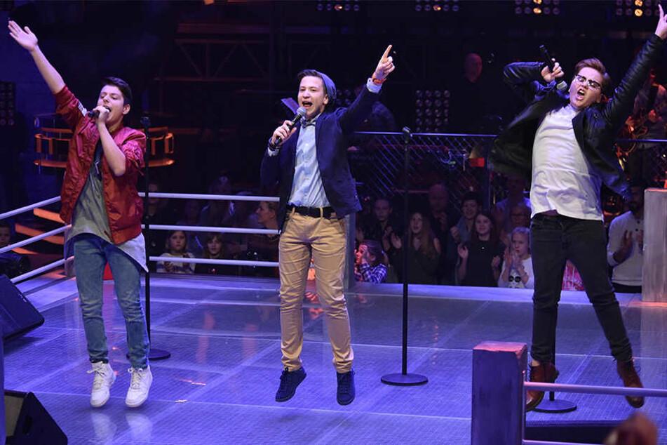 Marin (rechts) musste mit einem Pop-Rock-Song zeigen, dass er sich gegen Andreas (links) und Eric (Mitte) durchsetzen kann.