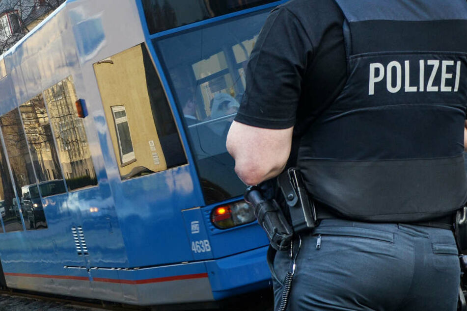 Messer in den Rücken gestoßen: Fahndung nach brutaler Attacke in Kassel