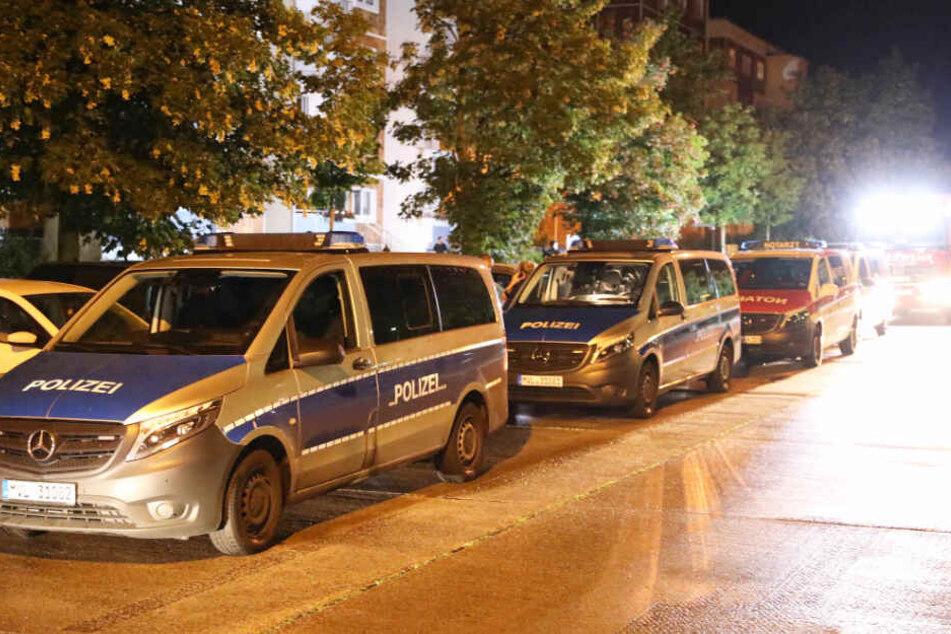 Zahlreiche Polizisten waren in Rostock-Dierkow im Einsatz.