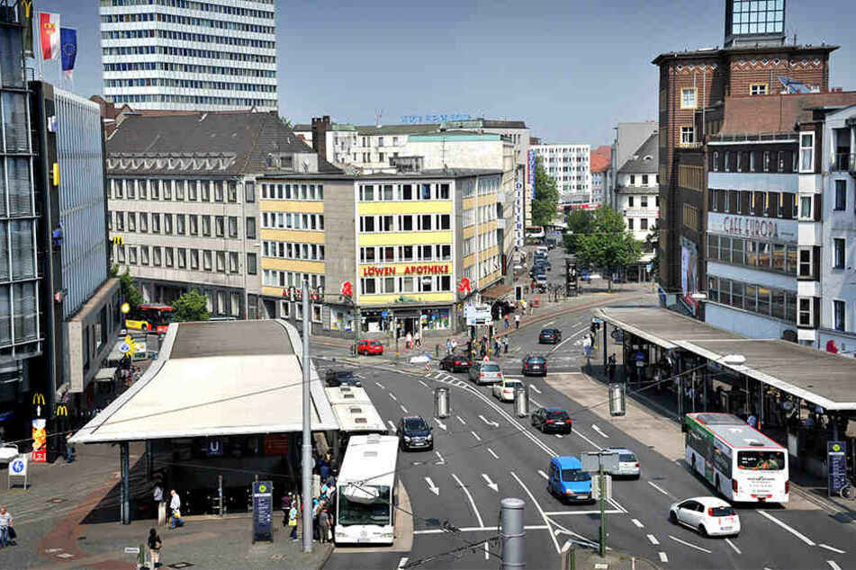 Die Stadt muss Lösungen finden, um die Luftbelastung am Jahnplatz zu senken.