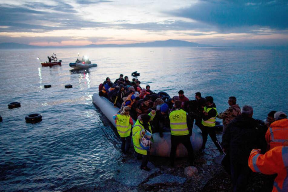 Tränengas-Einsatz gegen Migranten auf Insel Lesbos