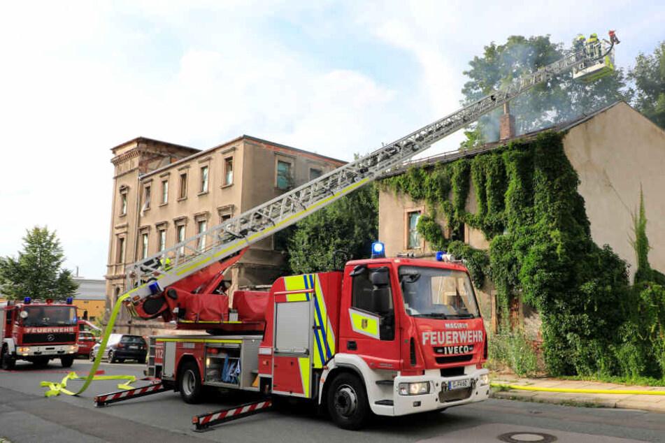 Das Feuer ist am Sonntagnachmittag in dem Abbruchhaus ausgebrochen.