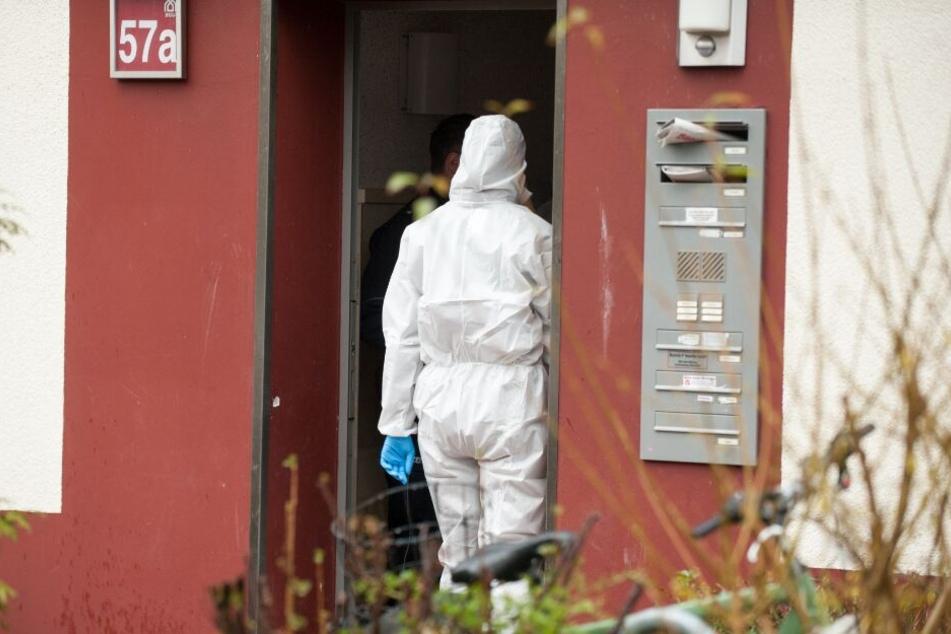 Eine Mordkommission ermittelt in dem Haus an der Ziegelstraße.