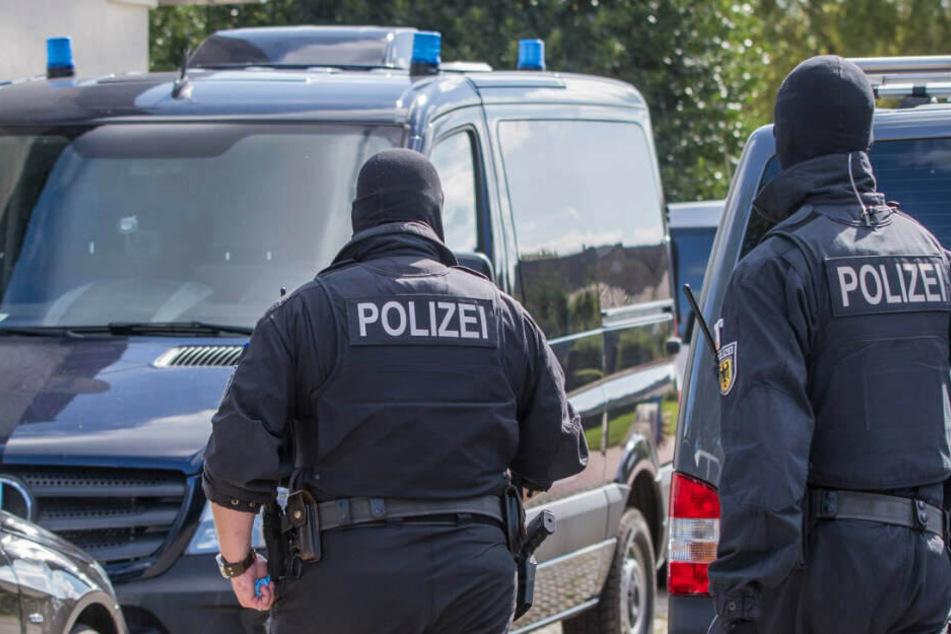 Die Polizei führte eine Razzia gegen die ehemaligen SEK-Beamten durch. (Archivfoto)
