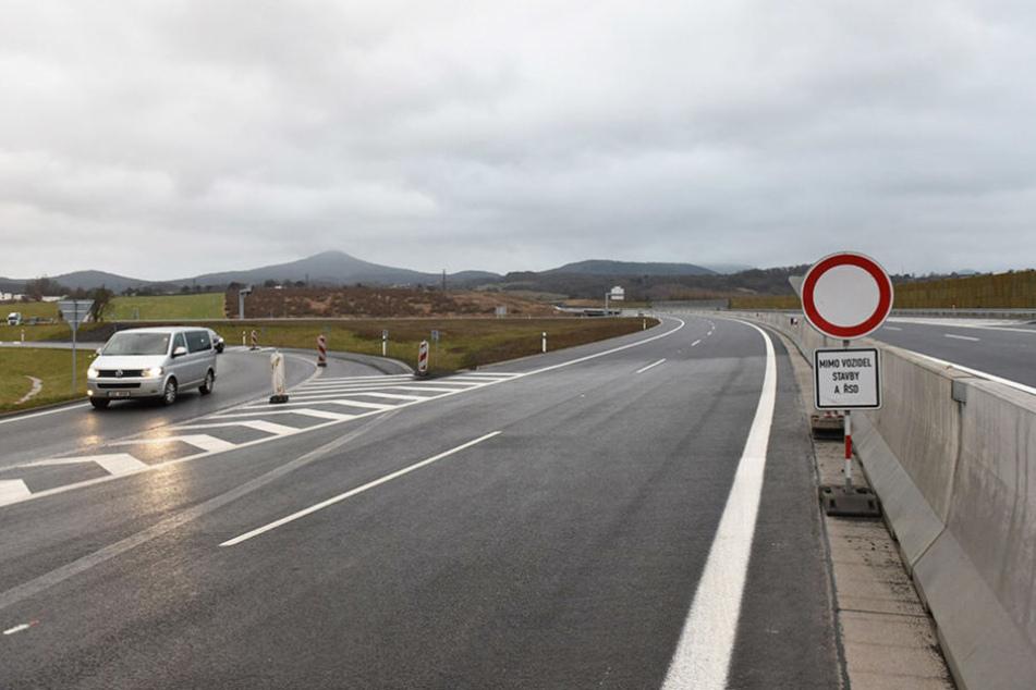 Ab Samstag geht es in anderthalb Stunden über die Autobahn A17/D8 von Dresden  nach Prag.