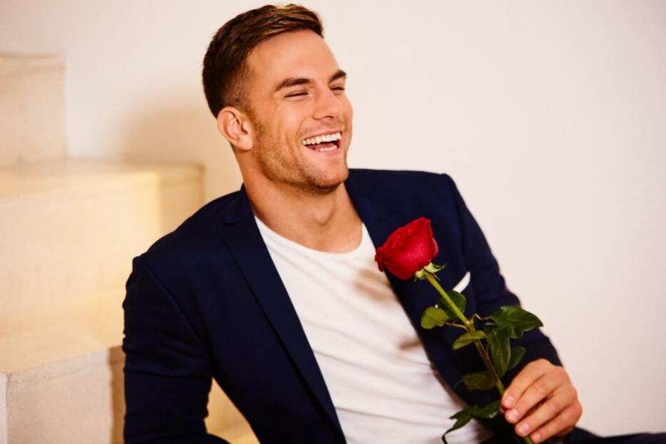 Der Bachelor 2020 heißt Sebastian Preuss und ist bereit, seine Rosen zu verteilen (Foto: TVNOW/Arya Shirazi)