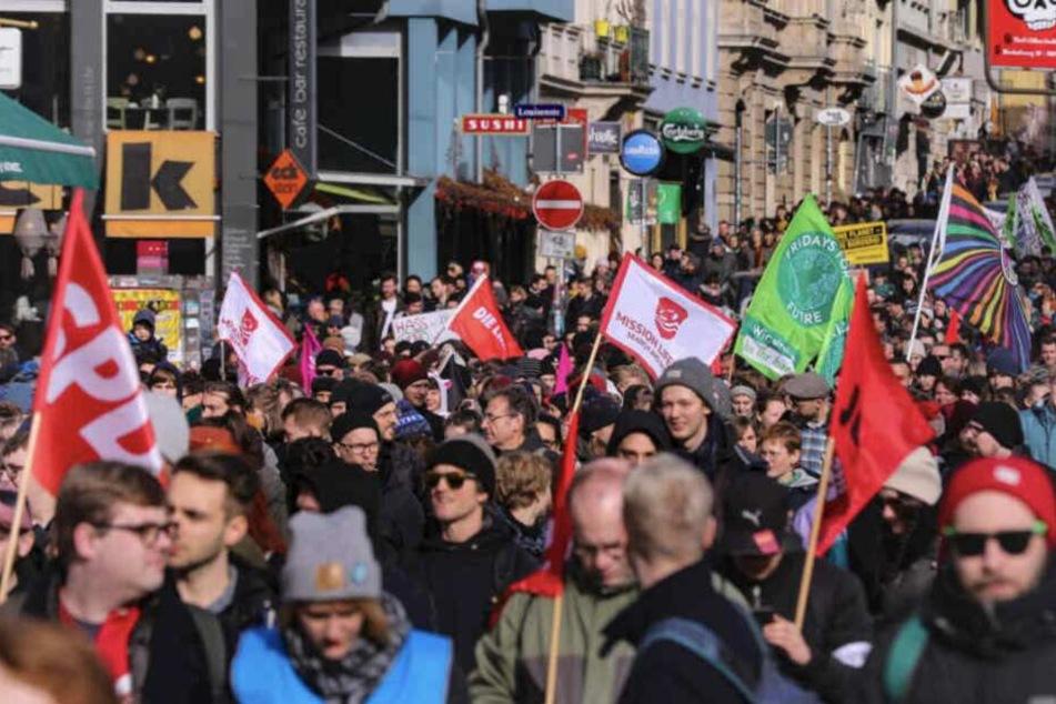 Die Gruppe Jugendlicher und Männer war am Samstag ebenfalls in Dresden unterwegs gewesen.