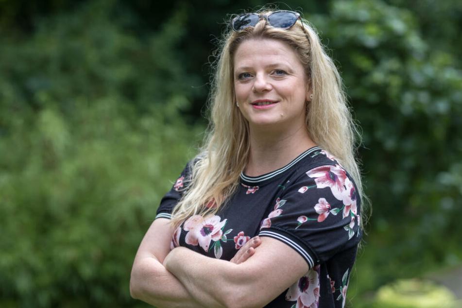 Susanne Schaper (41, Linke) liebt Emojis und verschickt gern das küssende Smiley.