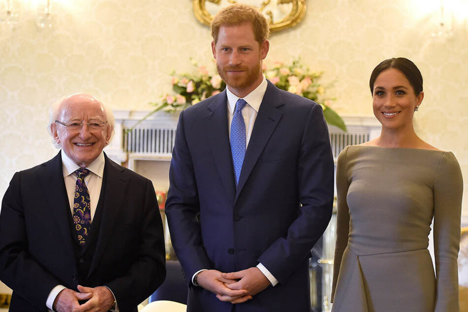 Prinz Harry (Mitte) und Herzogin Meghan trafen Michael D. Higgins, Präsident von Irland, am zweiten Tag ihrer Dublin-Reise.