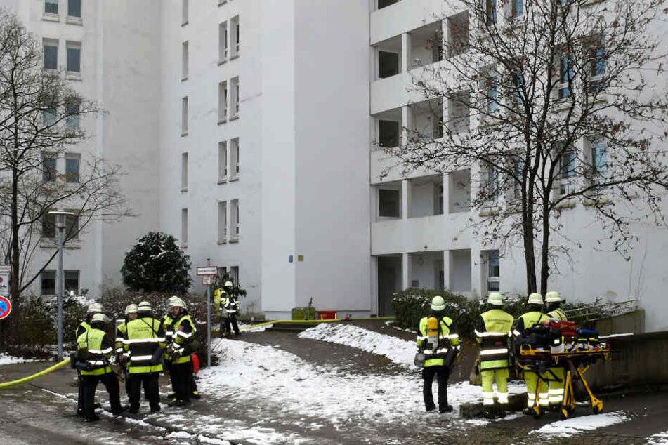 München: Feuerwehreinsatz in München: Große Flammen auf Balkon