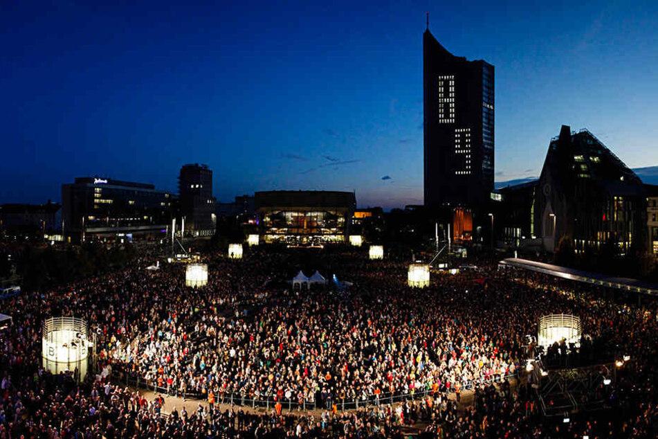 Feierlichkeiten auf dem Leipziger Augustusplatz am 25. Jahrestag der Friedlichen Revolution im Jahr 2014. Jetzt soll ein Denkmal an die Geschichte erinnern.
