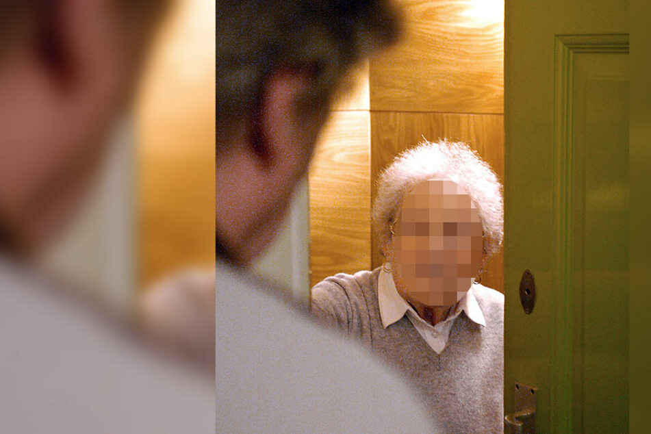 """""""Familie"""" bittet Rentnerin um Lebensmittel, dann ist das Portmonee leer"""