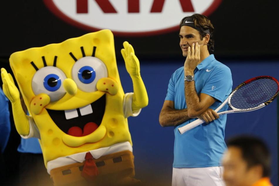 """Spongebob als Maskottchen während der """"Kids Tennis Days"""" in Australien mit Tennis-Profi Roger Federer."""