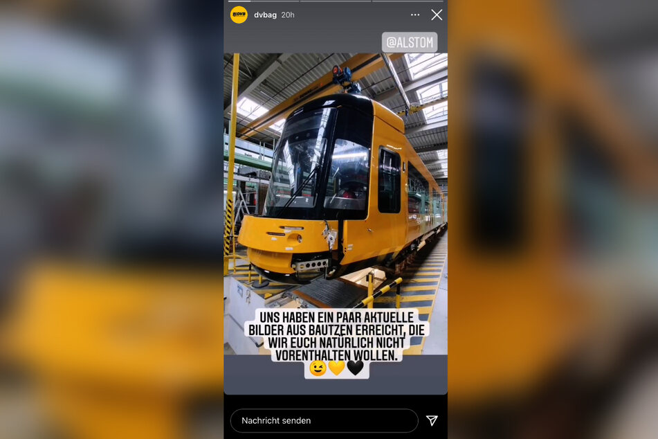 Auf ihrem Instagram-Kanal teilen die DVD ihre Vorfreude und zeigen das neue Straßenbahn-Modell, welches gerade noch im Bautzner Alstom-Werk montiert wird.