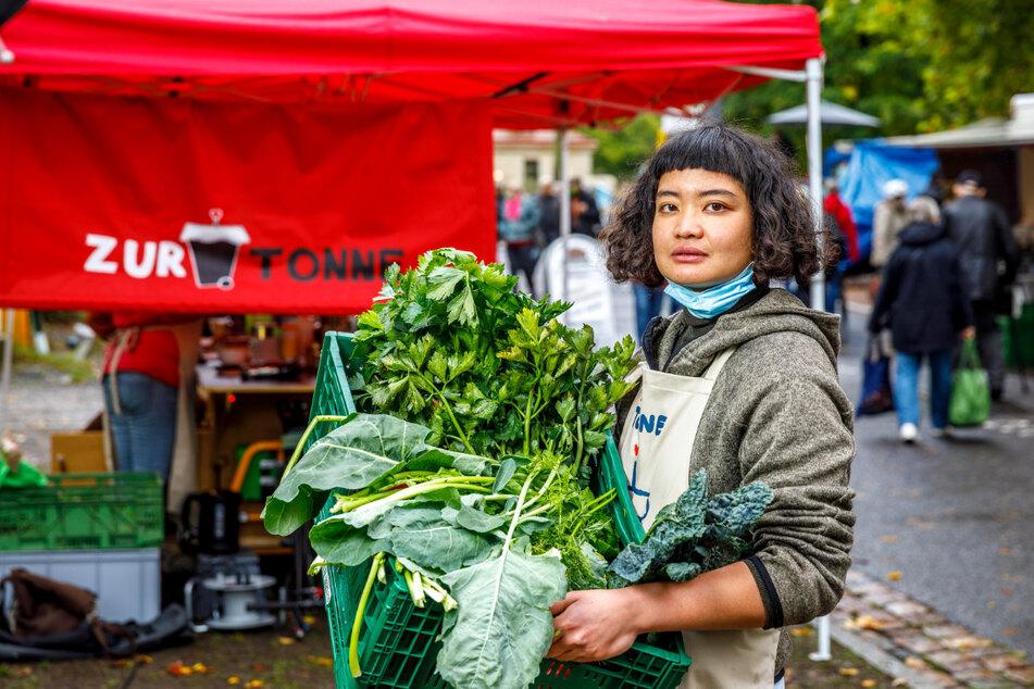 Ob Kohlrabiblätter oder Mohrengrün - Rosa Nguyen (26) weiß, dass man aus vielen Dingen noch leckere Gerichte zaubern kann.
