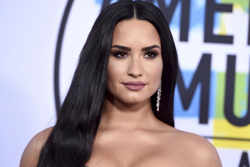 Demi Lovato bei der Verleihung der American Music Awards in Los Angeles, 2017. Die Sängerin fordert von dem Frozen-Yoghurt-Geschäft Verbesserungen.