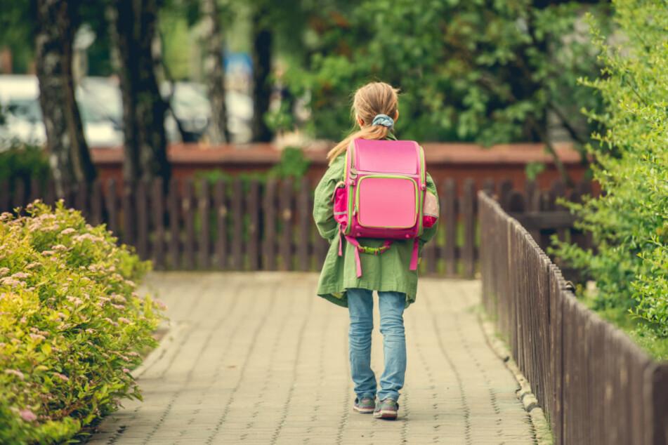 Das Mädchen war auf dem Weg zur Schule verschwunden. (Symbolbild)