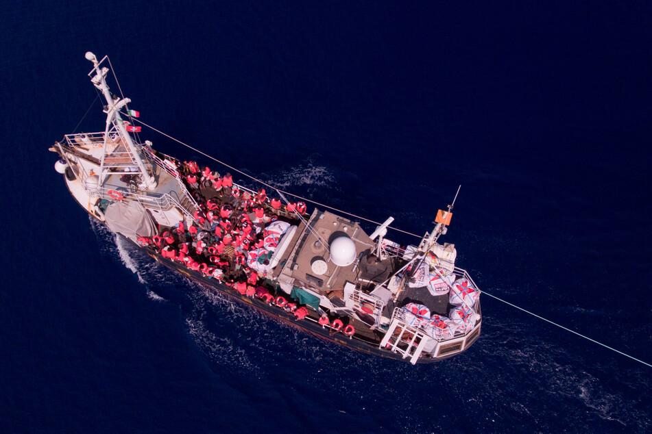 """Ein Rettungsboot der """"Mission Lifeline""""."""