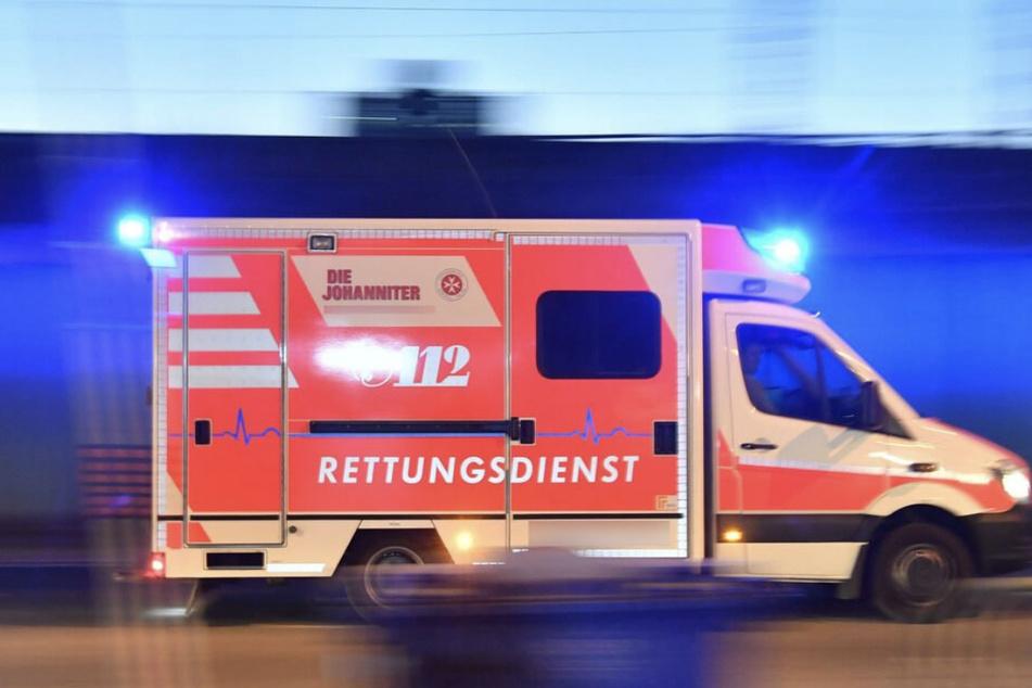 Die Autofahrerin wurde nach ihrem Unfall ins Krankenhaus gebracht. (Symbolfoto)