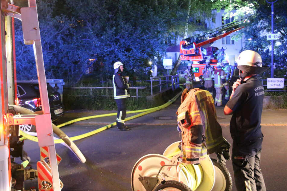 Feuerwehrkräfte bei den Löscharbeiten.