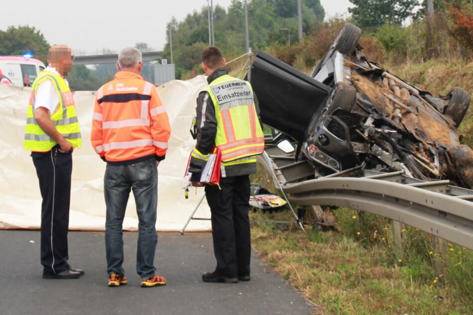 Tödlicher Unfall auf der A45: Ein BMW X1 geriet in die Leitplanke und überschlug sich.