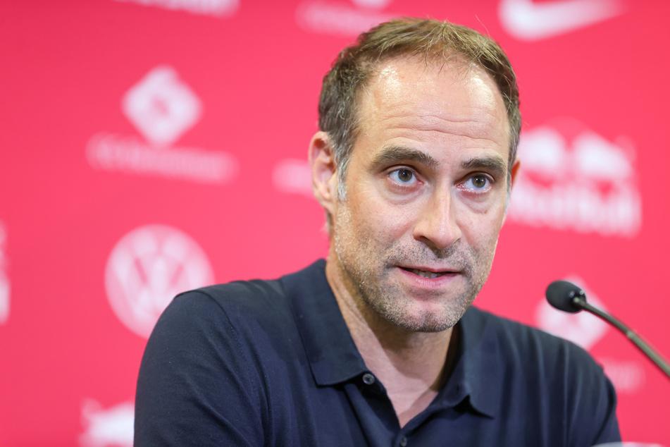 Trauert Ex-Trainer Julian Nagelsmann (34) nicht hinterher: RB-Leipzig-Geschäftsführer Oliver Mintzlaff (46).