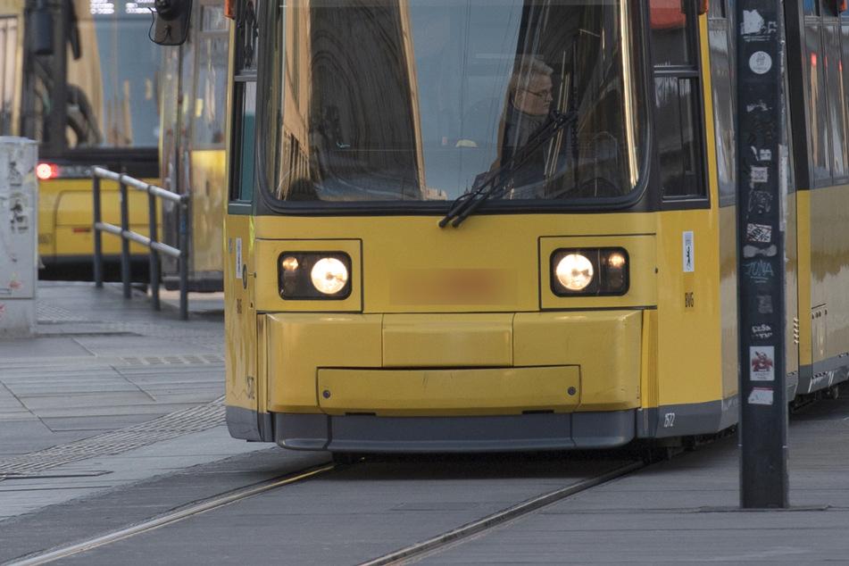 25-jähriger Radfahrer von Straßenbahn erfasst: War das E-Bike frisiert?