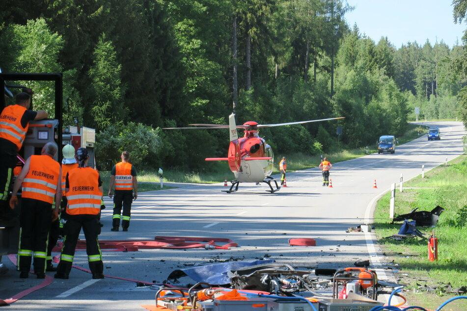 Am Sonntagnachmittag kam es auf der S255 zu einem dramatischen Unfall. Drei Personen wurden dabei offenbar tödlich verletzt.