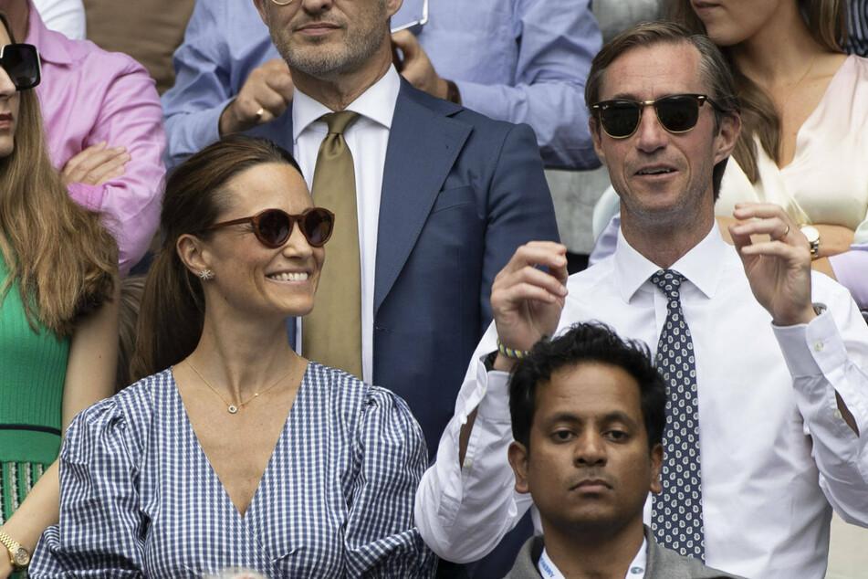 Pippa Middleton (37, l.) mit ihrem Ehemann James Matthews (45).