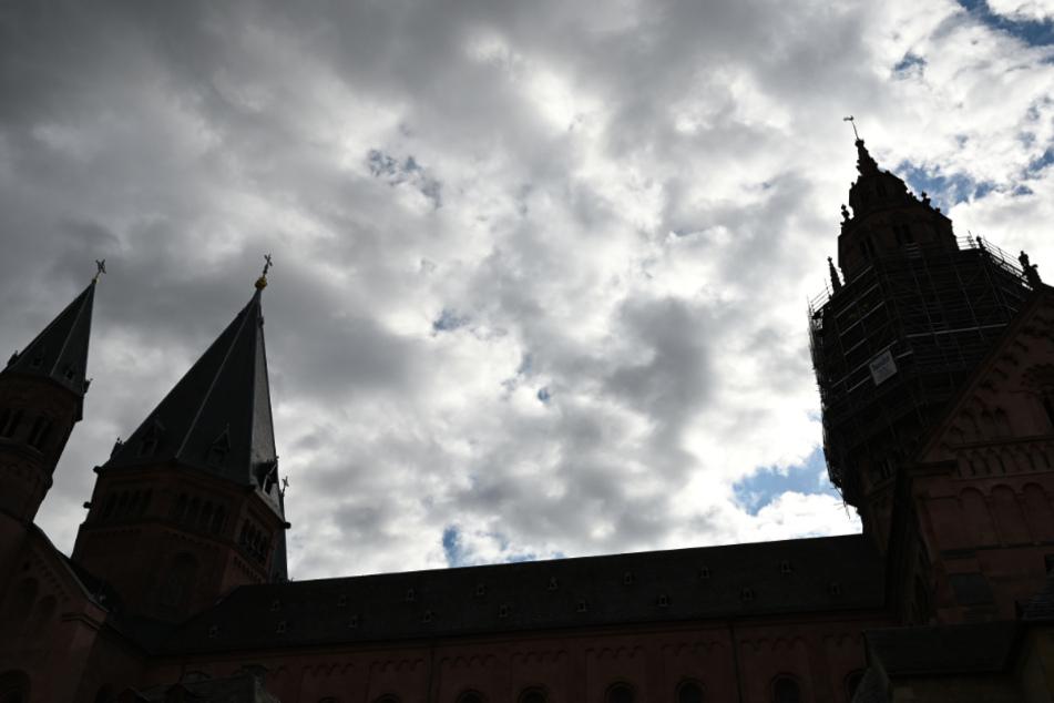 Priester wegen sexueller Übergriffe an Minderjährigen zu Freiheitsstrafe verurteilt