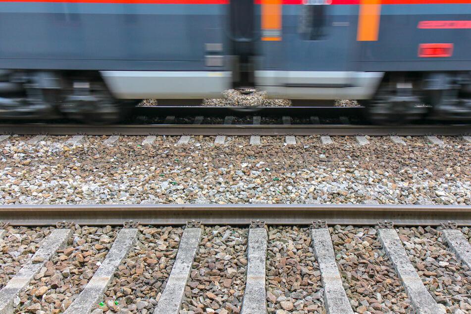 Der IC2021 war auf dem Weg nach Frankfurt am Main und wurde in Köln am Gleis 5 umgehend gestoppt. (Symbolfoto)