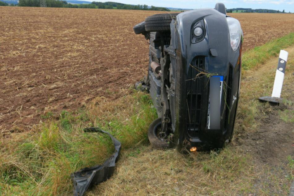 Heftiger Unfall! Mitsubishi überschlägt sich, Fahrerin verletzt