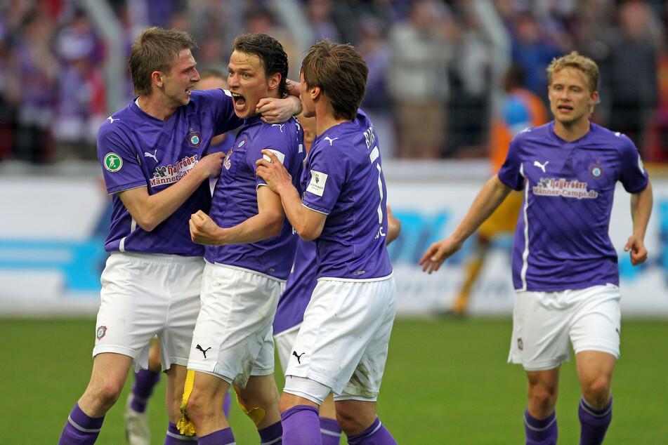 Pierre le Beau (l.) und Marc Hensel (M.) schossen Aue vor zehn Jahren zurück in die 2. Liga.