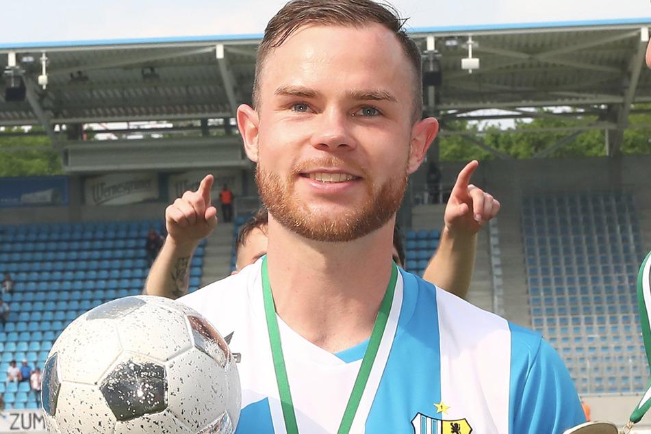 Der Held des Tages Tobias Müller mit dem Pokal 2019. Schreibt er 2020 erneut Geschichte?