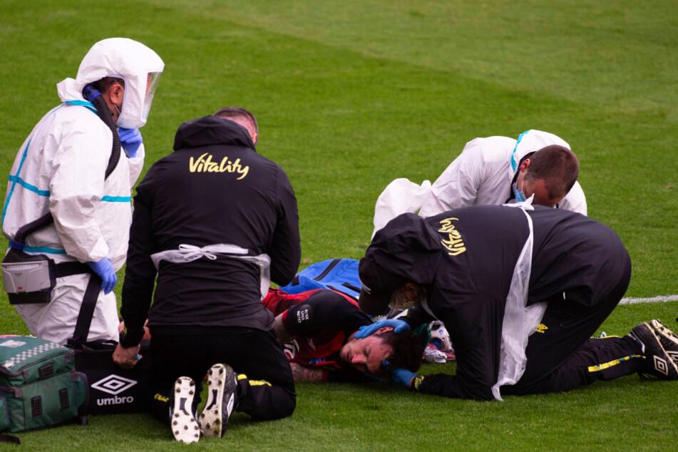 Horror-Crash in der Premier League! Spieler nach heftiger Kopfverletzung bewusstlos