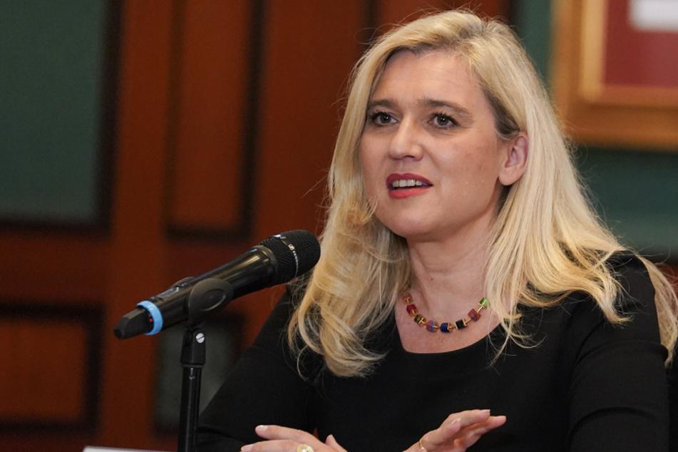 Gesundheitsministerin Melanie Huml möchte so schnell wie möglich die Impfstoffe bereitstellen können. (Archivbild)