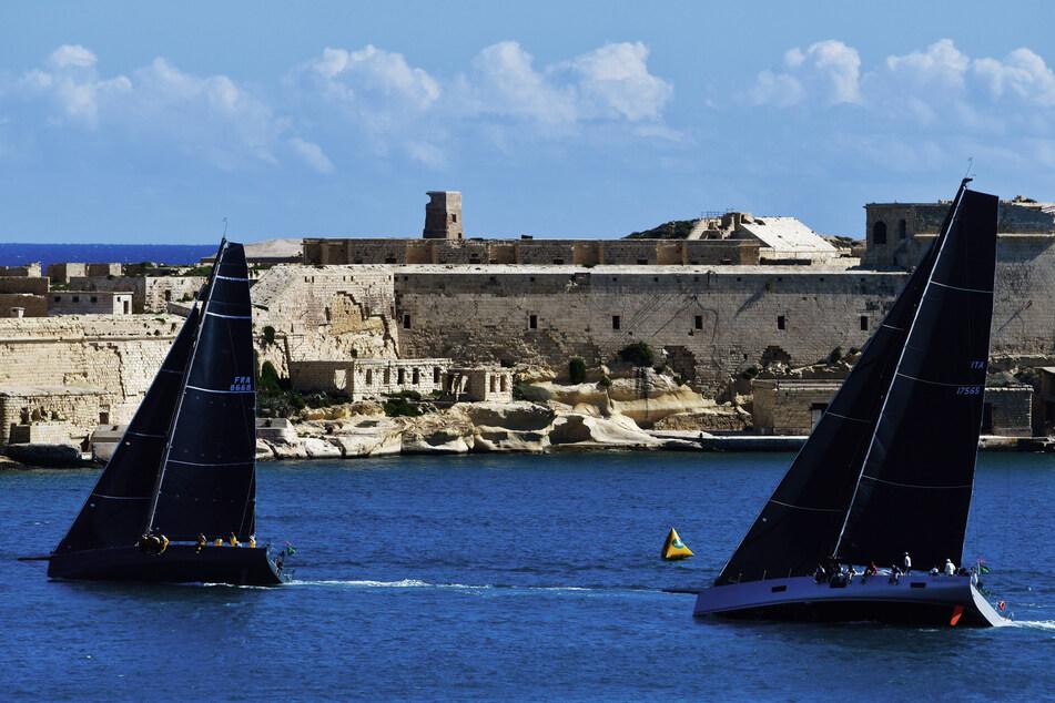 In Malta sind die Corona-Zahlen in den vergangenen Wochen stark gesunken, nachdem das kleine EU-Land Anfang März strenge Restriktionen eingeführt hatte. Wann das Urlaubsland mit seiner Hauptstadt Valletta (Foto) wieder Besucher empfängt, ist unklar. Die Regierung will die Impfkampagne so zeitig vorantreiben, dass der Tourismus ab Juni wieder starten kann.