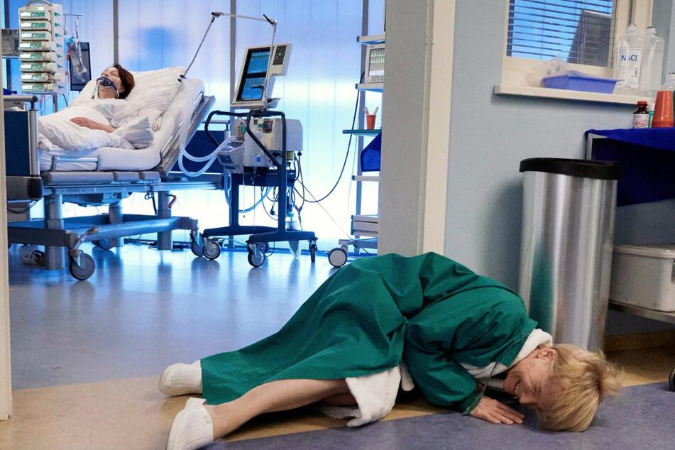 Diagnose: Herzinfarkt. Kathrin hat strenge Bettruhe und steht trotzdem auf. Das hat natürlich Folgen.