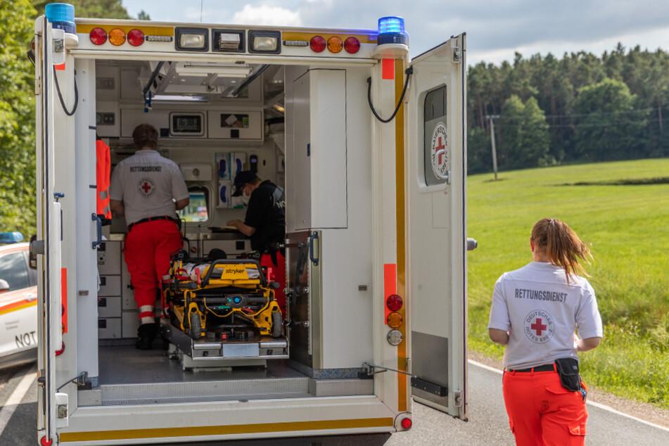 Die Frau wurde vor Ort noch medizinisch versorgt und schließlich in eine Klinik geflogen.