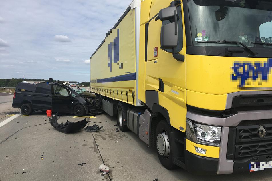 Auf der A2 ist es am Dienstagvormittag zu einem schweren Unfall gekommen.