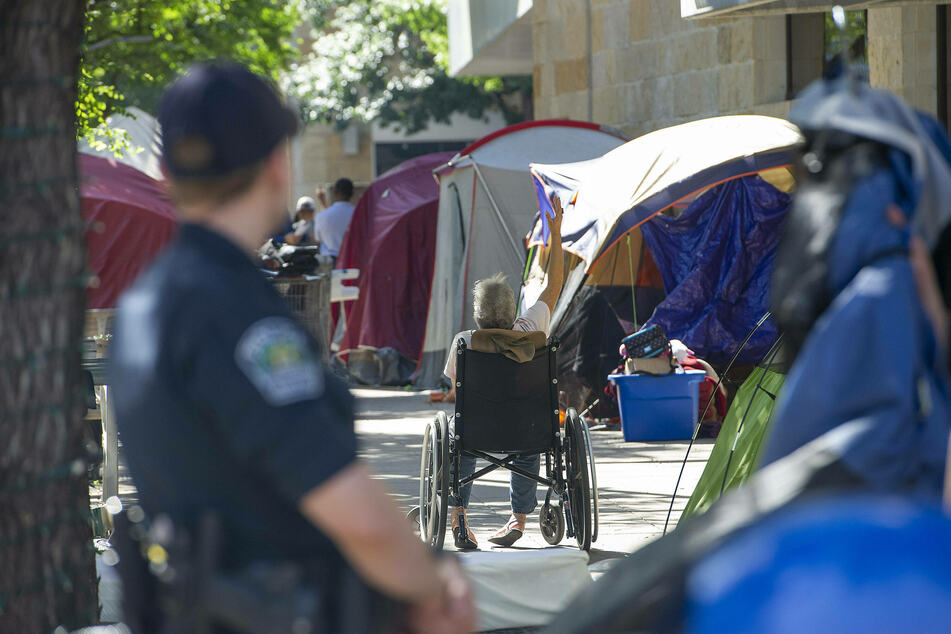 Save Austin Now sues the city for not handing out citations to those violating Proposition B
