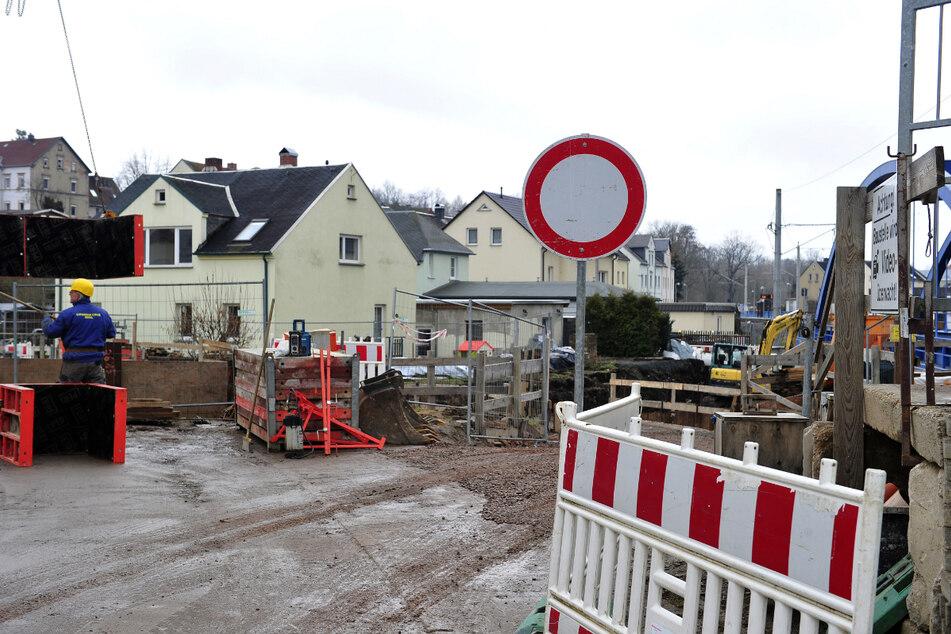 Die Brücke an der Hedwigstraße wurde voriges Jahr abgerissen. Die neue ist noch in Bau.