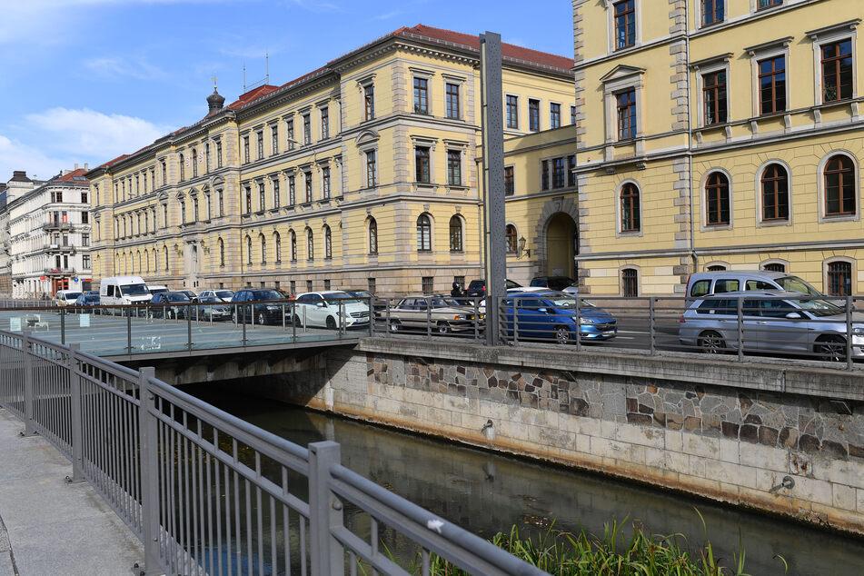 """Das Leipziger Landgericht hat entschieden, dass das """"Compact-Magazin"""" nicht mehr behaupten darf, dass sich am Aktionsnetzwerk """"Leipzig nimmt Platz"""" gewaltbereite Gruppen beteiligten. (Symbolbild)"""